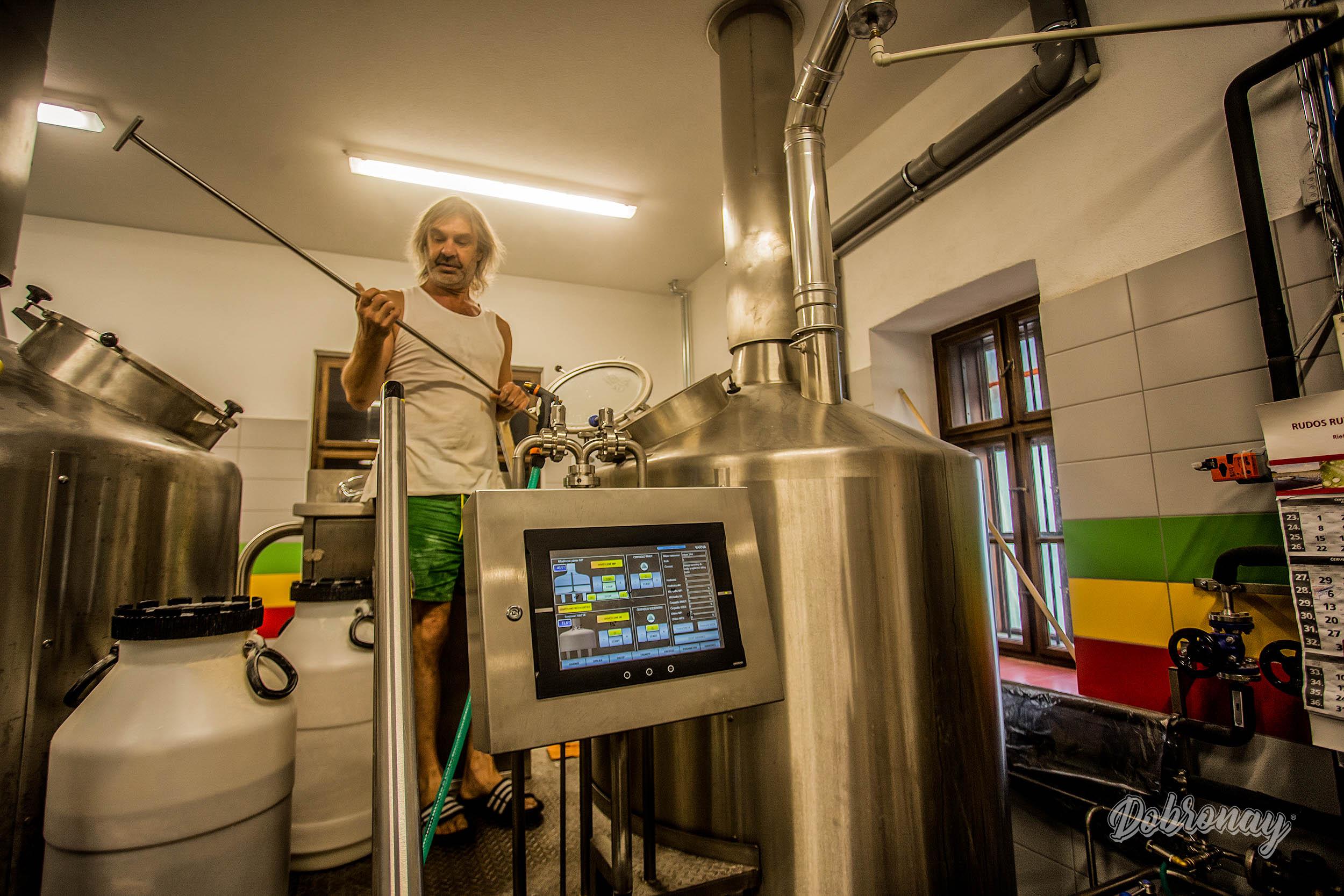 Jozef Sládok je dlhoročný ostrieľaný profesionál, ktorý vareniu piva zasvätil svoj život