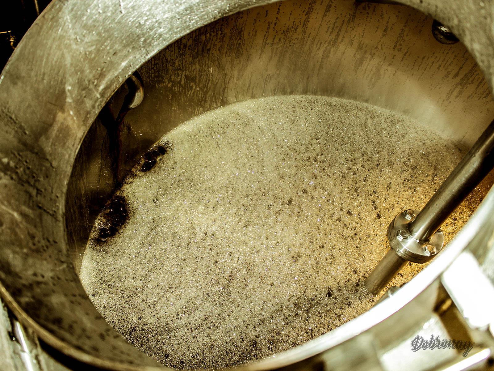 Scedzovanie a napúšťanie sladinky do varnej nádoby